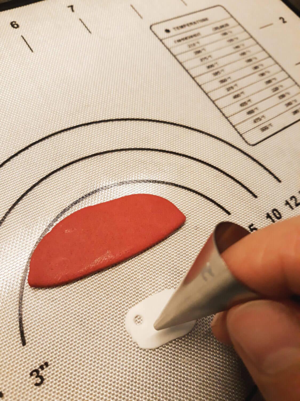 mata silikonowa, wycinanie kropek do wstążki