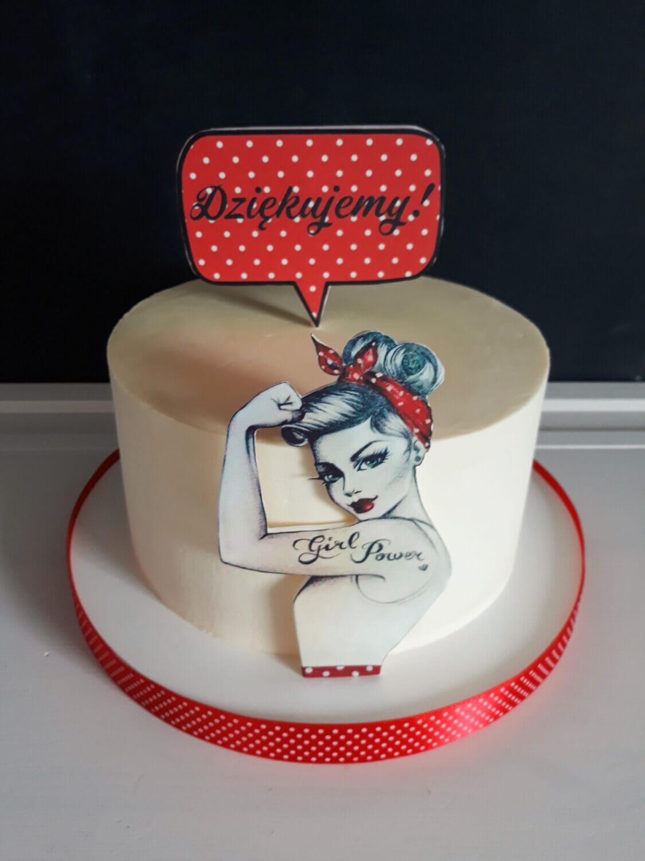 Jak zrobić topper z wydrukiem cukrowym? gotowy topper na tort pin up napis dziękujemy czerwony w białe kropki chmurka silna kobieta tort pinup girl
