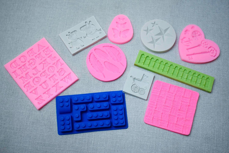 Formy silikonowe do masy cukrowej.