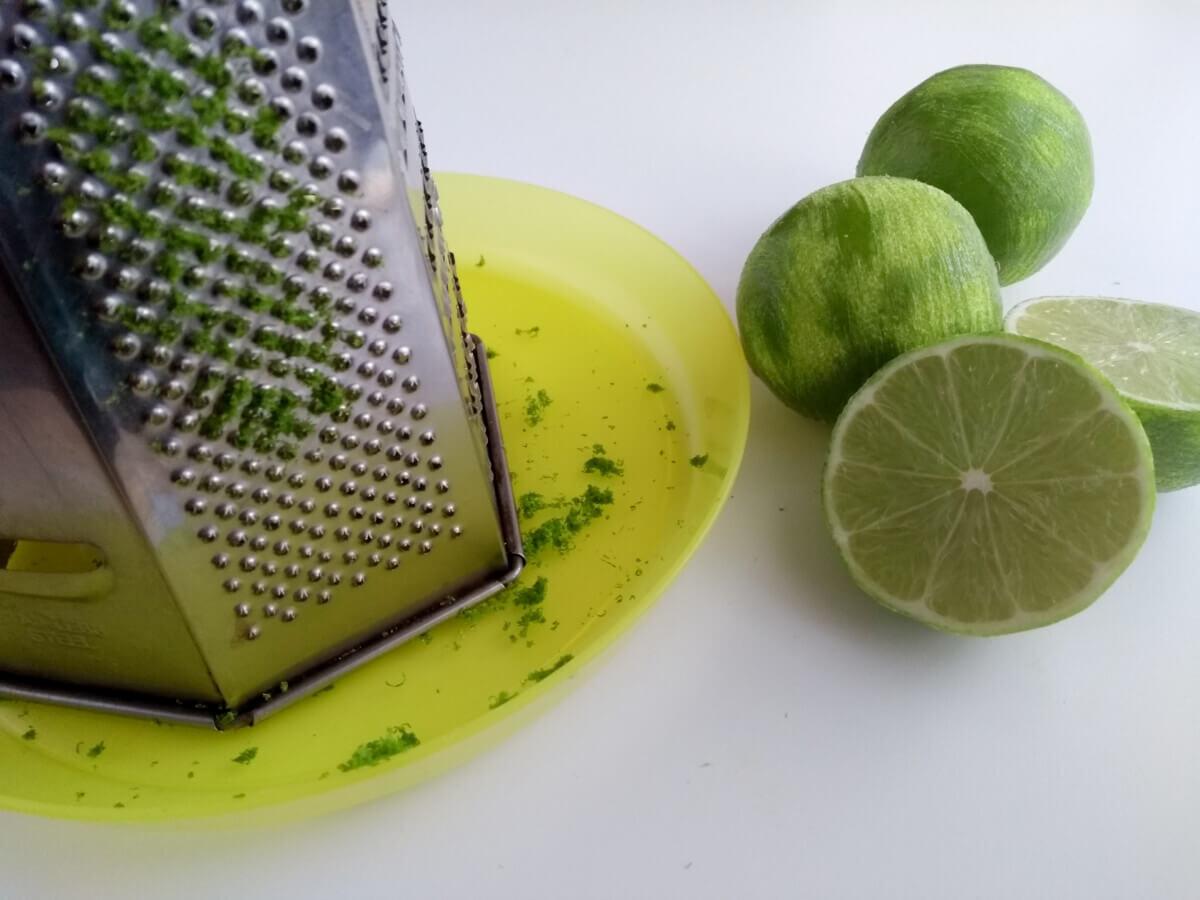 Jak przygotować żelkę limonkową do monoporcji.