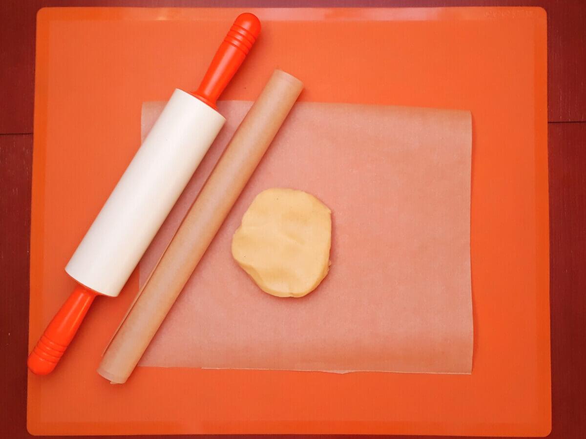wałkowanie ciastek stolnica silikonowa wałek silikonowy