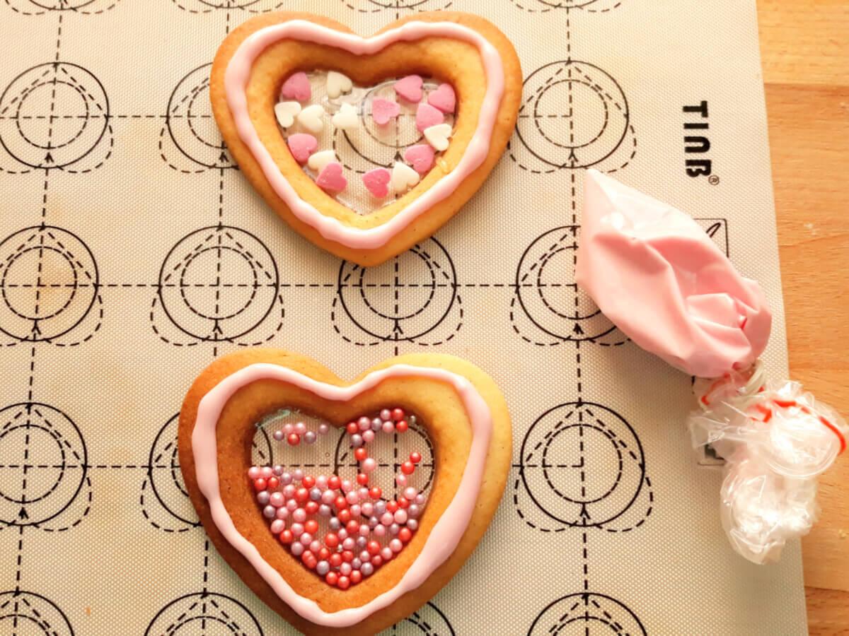 sklejanie ciastek cukrem królewskim