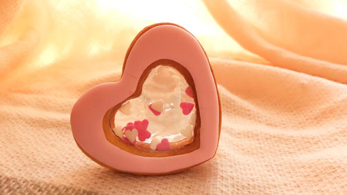 Słodkie grzechotki - walentynkowe ciasteczka z okienkiem
