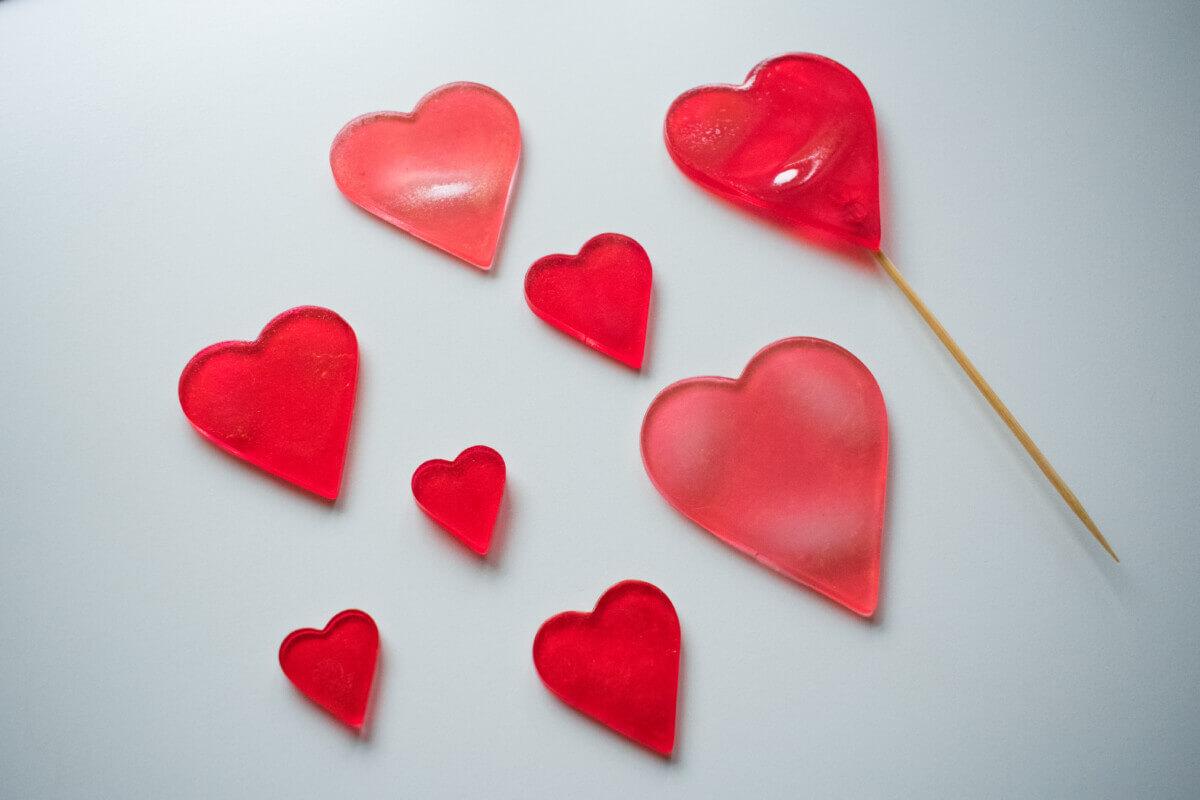 Co zrobić z resztkami izomaltu? Ozdoby z izomaltu, walentynkowe serca z izomaltu.