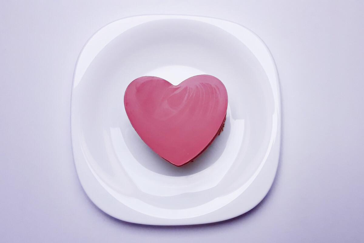 serce z temperowanej różowej czekolady