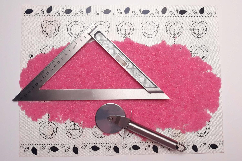 docinanie sugar sheet, mata silikonowa, nóż, linijka