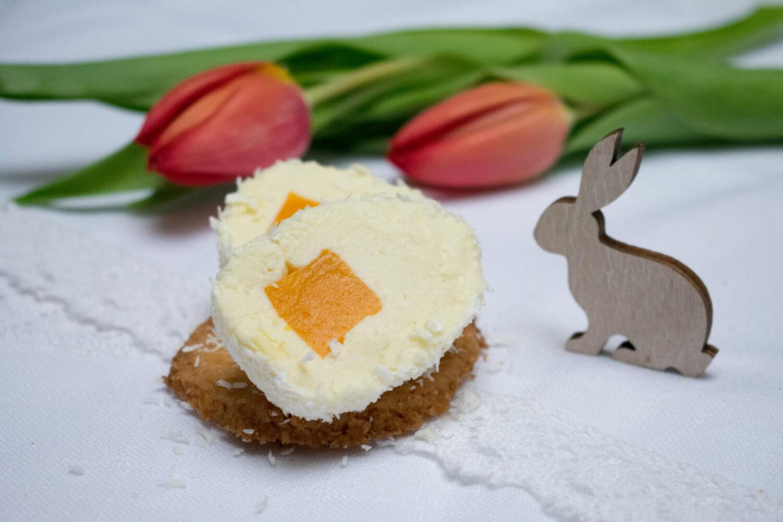 Wielkanocne monoporcje – jajka z musem z białej czekolady i żelką mango-marakuja