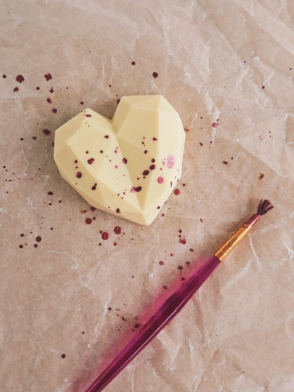 Jak łatwo temperować czekoladę i zrobić mini tabliczki czekolady? czekolada w kształcie geometrycznego serca