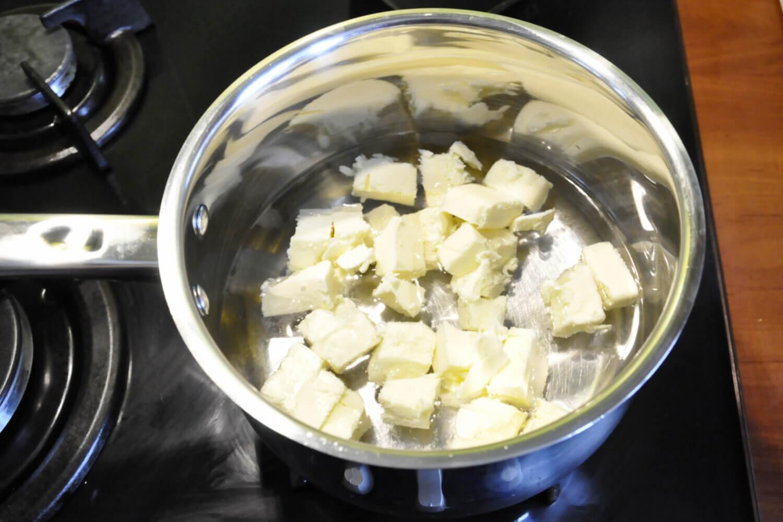 przygotowanie ciasta parzonego na profiterole