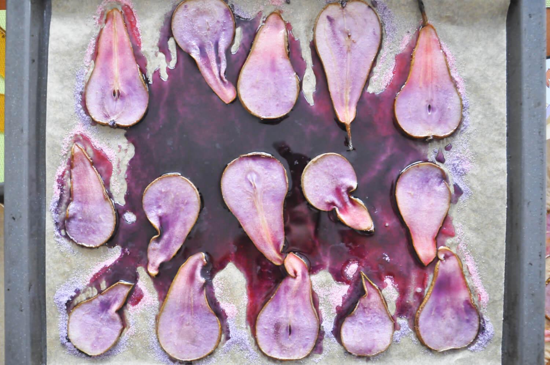 Jak zrobić kolorowe plastry gruszek? Barwienie kolorowym cukrem