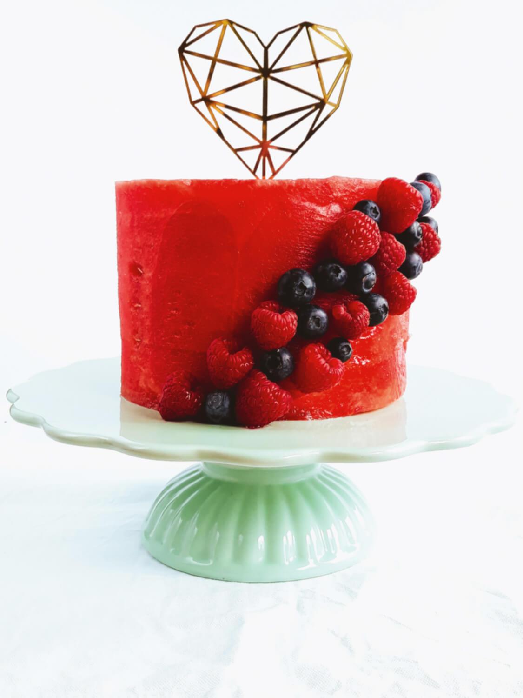 Tort z arbuza. Jak zrobić tort arbuzowy? Tort owocowy.