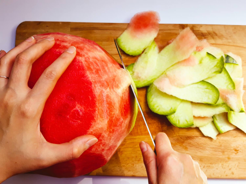 krojenie arbuza, nóż, deska do krojenia