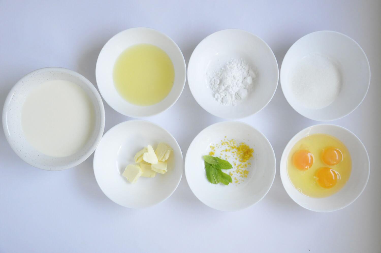składniki na krem cytrynowo_miętowy: smietanka kremówka, sok i skórka z cytryny, listki mięty, cukier, skrobia ziemniaczana, masło, jaja