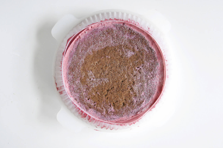 zamrożony porzekowo-czekoladowy torcik musowy - składanie, okrągłą forma silikonowa