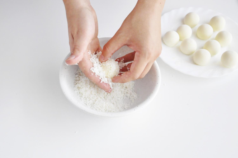tarta kokosowo - czekoladowa, przygotowaniekokosowych kul musowych