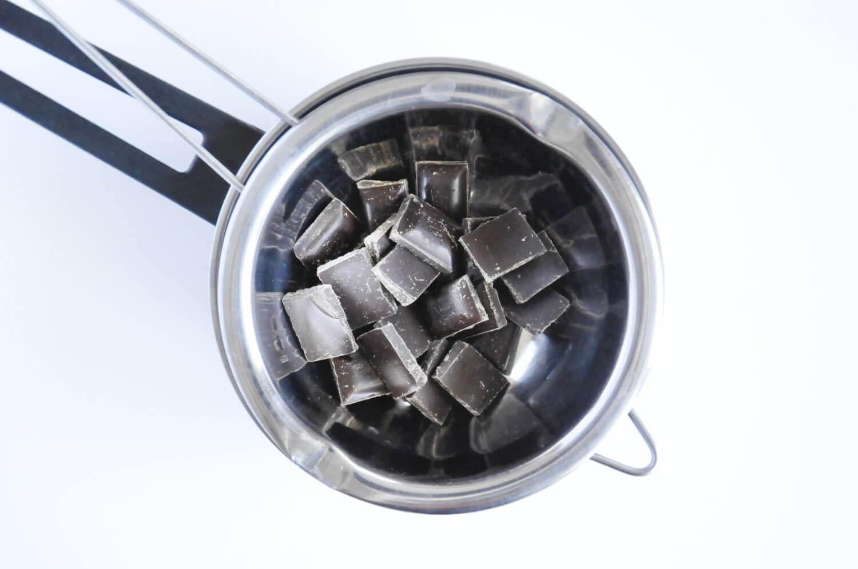 roztapianie czekolady w kąpieli wodnej