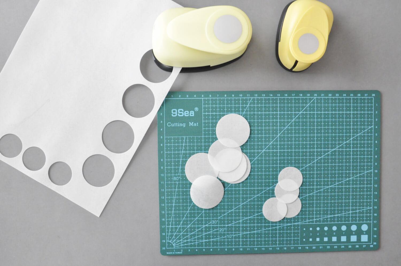 dekoracje z papieru waflowego, wycinanie kół, papier waflowy, dziurkacze w kształcie kół
