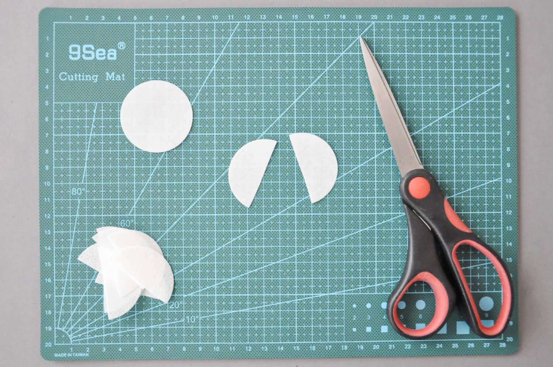 dekoracje z papieru waflowego, papier waflowy, nożyczki