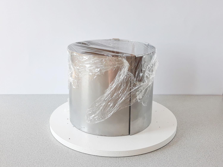 Jak złożyć idealnie prosty tort? Składanie tortu krok po kroku. tutorial. zabezpieczenie złożonego tortu folią spożywczą przed umieszczeniem w lodówce