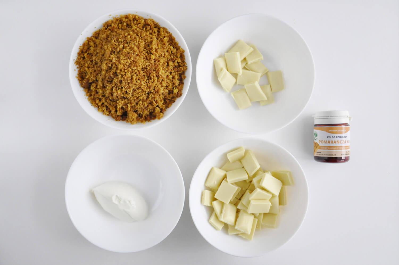 Dyniowe cake pops. Składniki: ciasto dyniowe, biała czekolada, serek mascarpone, pomarańczowy barwnik spożywczy do czekolady.