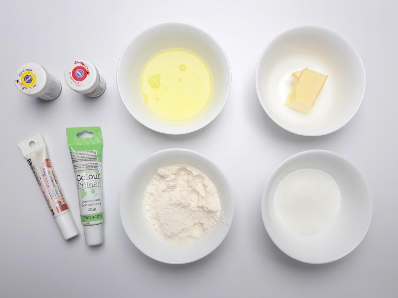 Przygotowanie wzoru, Korzenna rolada dyniowa ze wzorem - deser na Halloween, składniki, barwniki, masło, białko, mąka, cukier