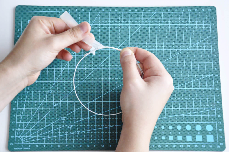 Instrukcja jak zrobić topper z drutu florystycznego.