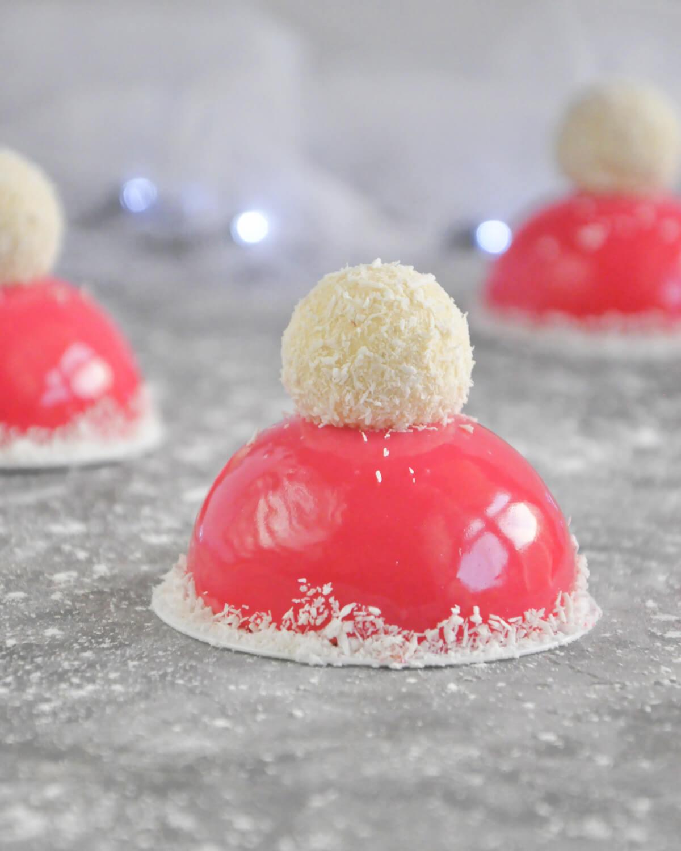 Czapki Mikołaja - świąteczny deser w polewie lustrzanej