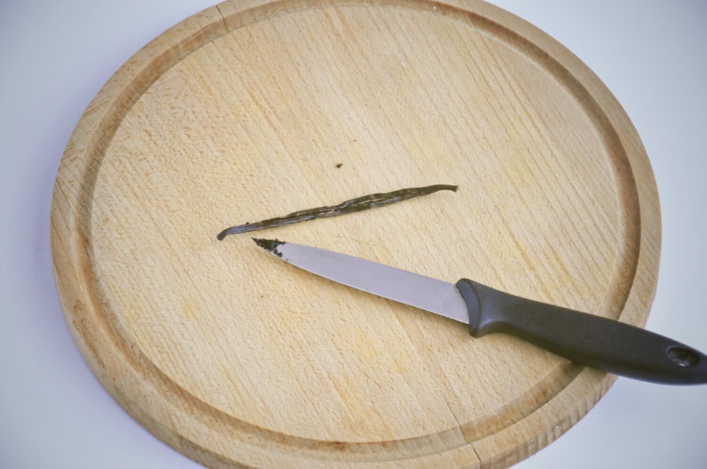 wydrążenie nasion z laski wanilii