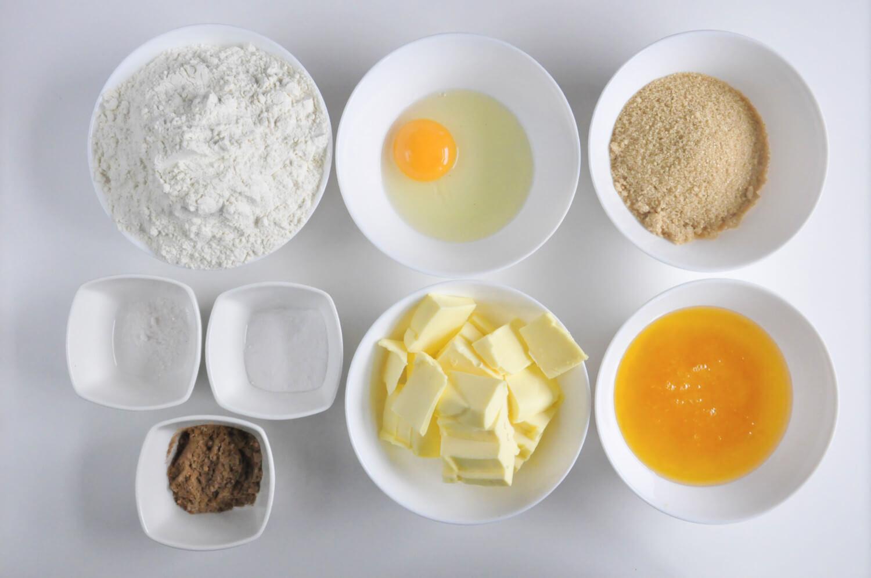 pierniczki - składniki: mąka pszenna, jajako, cukier trzcinowy, miód, masło, soda oczyszczona, przyprawa korzenna