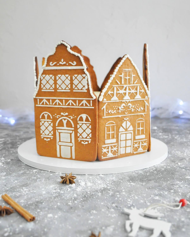 kamieniczki z piernika - świąteczna dekoracja tortu