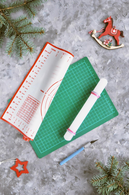 Poradnik prezentowy – prezenty dla torciar i fanek pieczenia - zestaw do masy cukrowej, mata silikonowa, mata samogojąca, wałek do masy cukrowej, skalpel