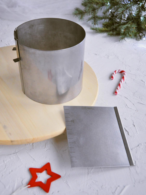 Poradnik prezentowy – prezenty dla torciar i fanek pieczenia - zestaw do przygotowania tortu, rant regulowany dorosiowe ranty, skrobka japonka patera obrotowa ikea