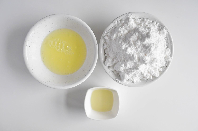 Lukier królewski - składniki: cukier puder, białka jaj, sok z cytryny