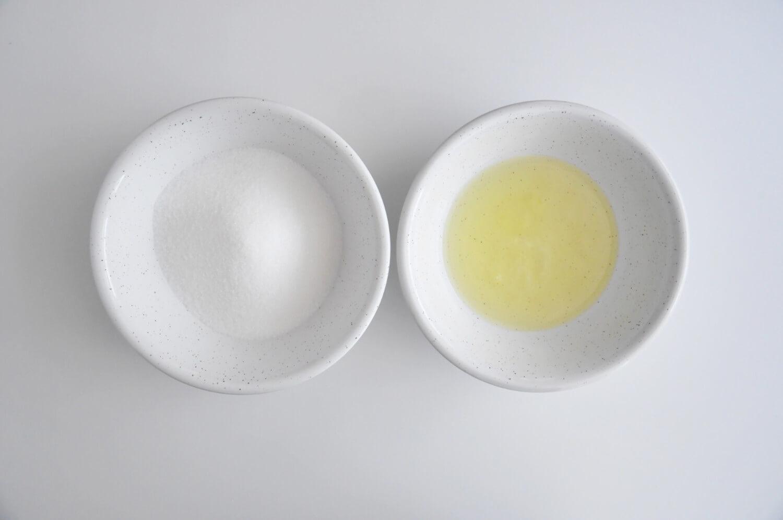 Beza szwajcarsa - składniki: drobny cukier i białka jaj