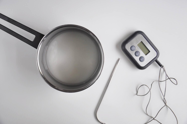 przygotowanie syropu cukrowego, termometr cukierniczy