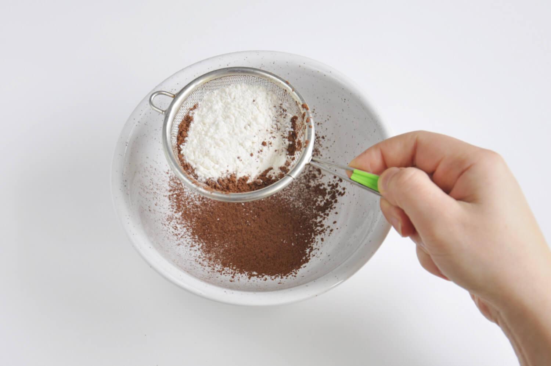 przygotowanie biszkoptu kakaowego
