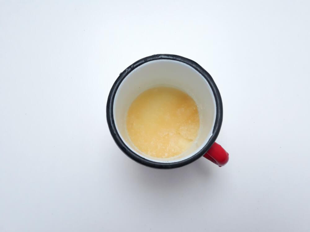 przygotowanie truskawkowych monoporcji - przygotowanie musu truskawkowego, podgrzewanie truskawek z cukrem