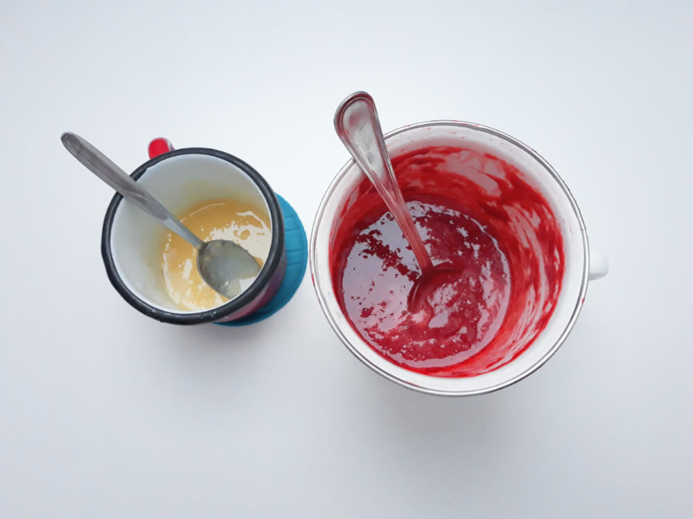 przygotowanie truskawkowych monoporcji - przygotowanie musu truskawkowego, łączenie truskawek z żelatyną