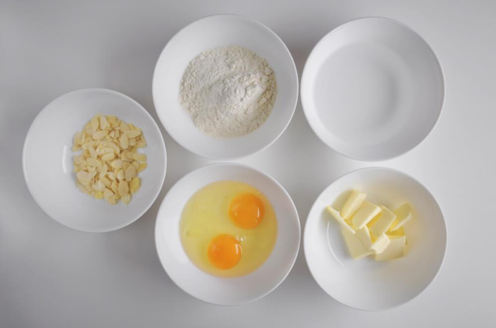 składniki potrzebne do przygotowania ciasta parzonego: mąka pszenna, masło, woda, jaja
