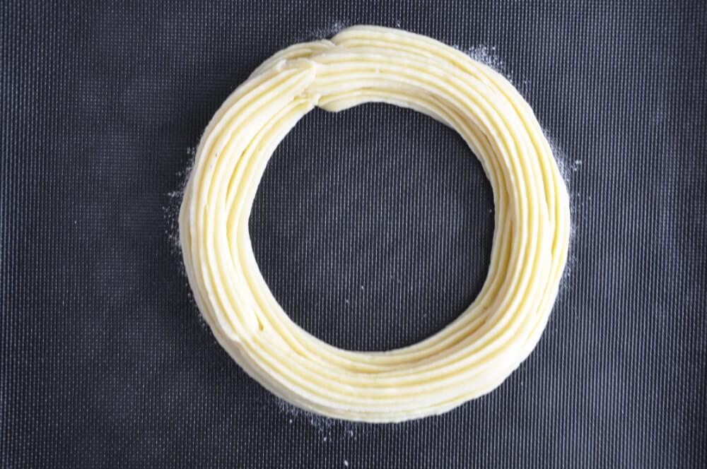 szprycowanie ciasta parzonego na matę perforowaną