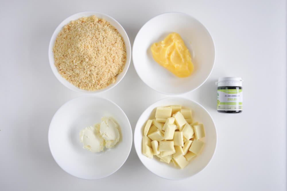 składniki na cytrynowe cake popsy: pokruszone ciasto cytrynowe, lemon curd, mascarpone, biała czekolada, zielony barwnik do czekolady