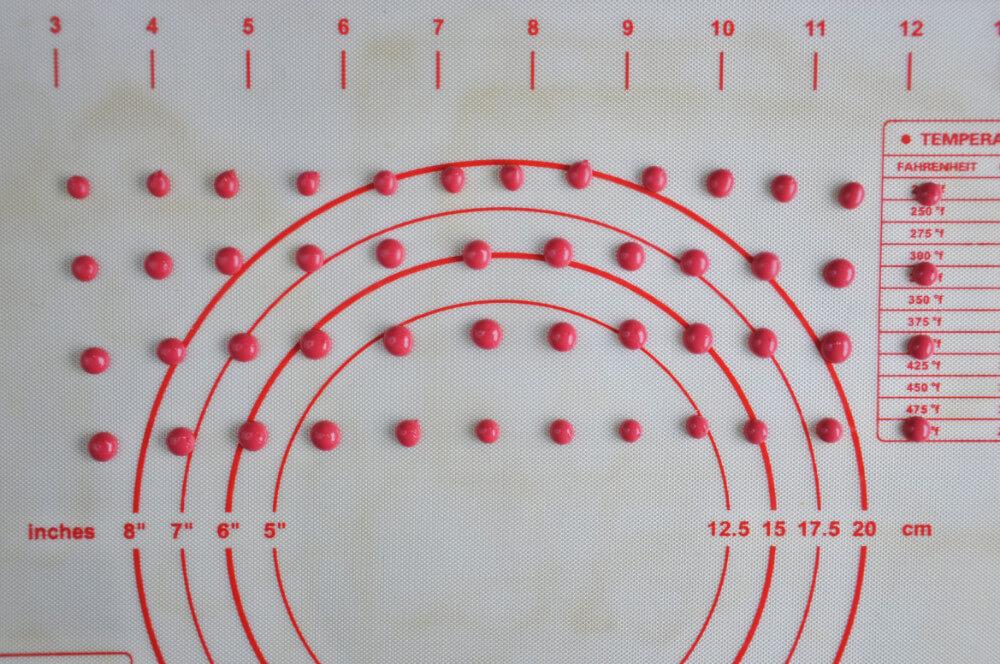 wykonanie biedronek z lukru królewskiego, mata silikonowa