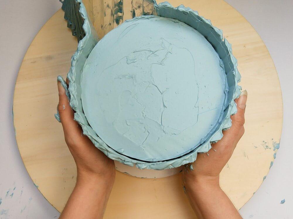 tort origami cake, przygotowanie, układanie wzoru na torcie