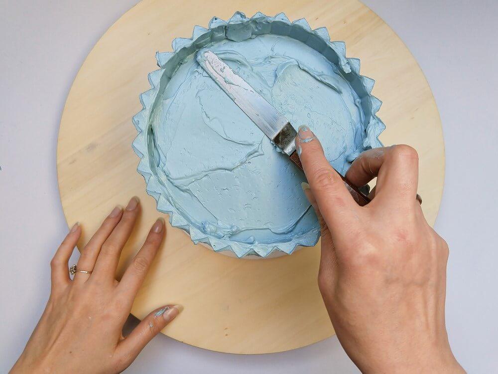 tort origami cake, przygotowanie, wyrównanie góry tortu