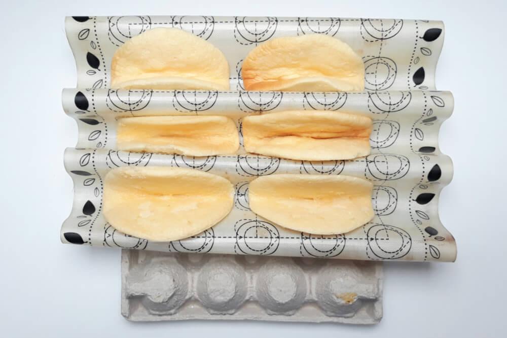 Składanie biskwitów, mata silikonowa, wytłoczka z jajek
