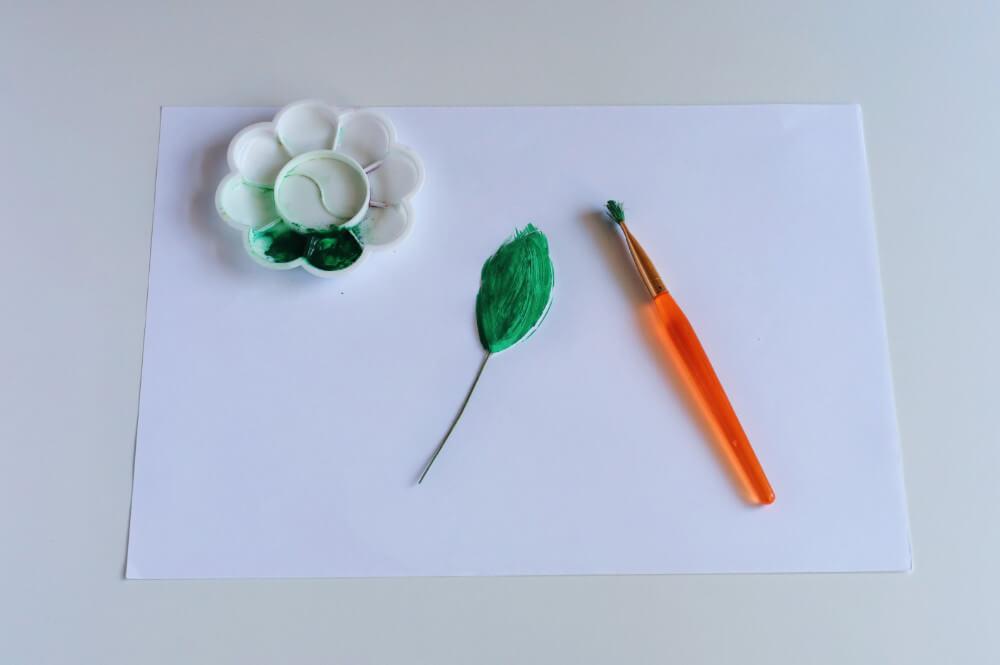 malowanie listków z papieru waflowego