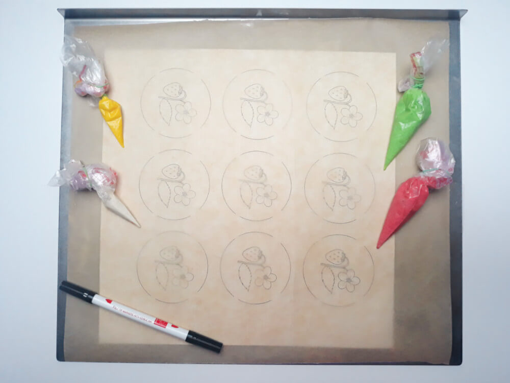 monoporcje ze wzorem - przygotowanie wzoru, wydruk, blaszka, papier do pieczenia, masa do wzorów, mazak jadalny