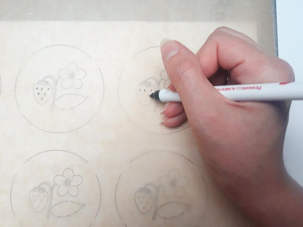 monoporcje ze wzorem - przygotowanie wzoru, odryzowywanie wydruku mazakiem jadalnym