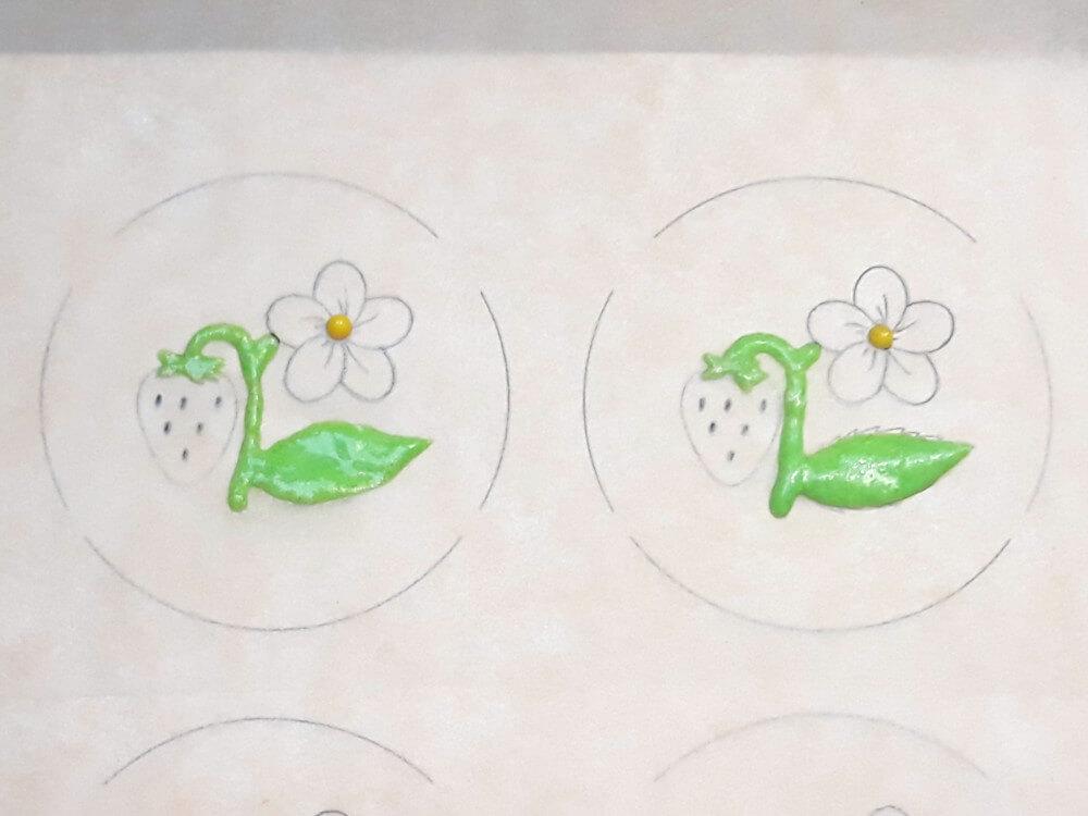 monoporcje ze wzorem - przygotowanie wzoru, malowanie wzoru kolorowym ciastem