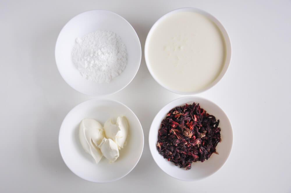 składniki na krem hibiskusowy - suszony hibiskus, śmietana kremówka, mascarpone, cukier puder